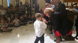"Maine's First Lady congratulates Biddeford student with a ""hi-five"""
